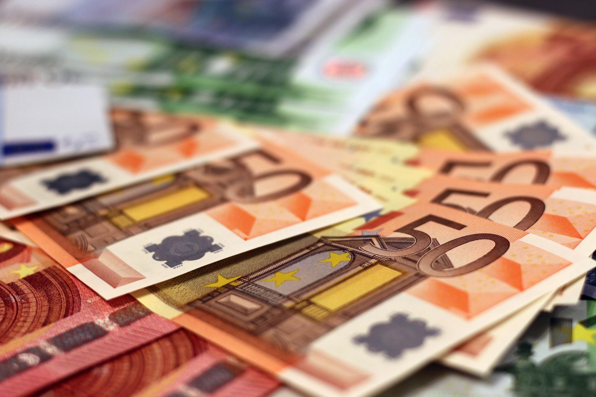 Transportes levam inflação a subir 1,1% em Agosto
