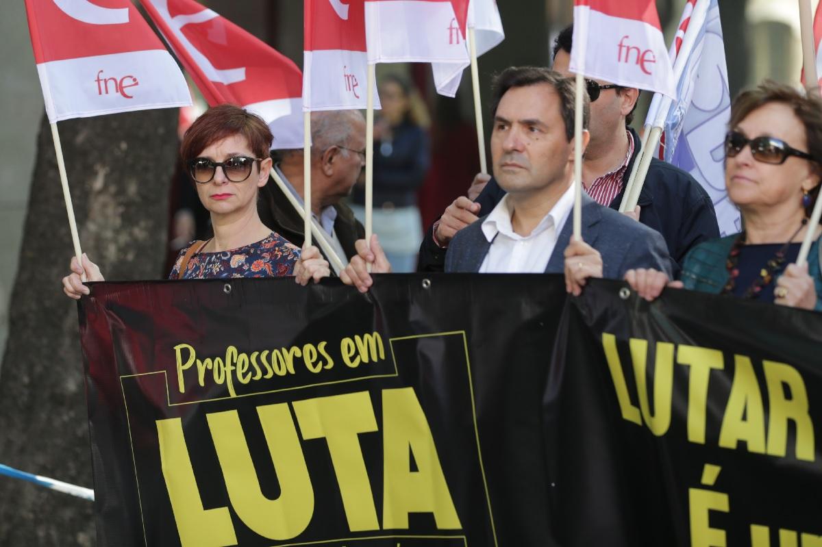Governo admite começar a pagar reposição aos docentes nesta legislatura