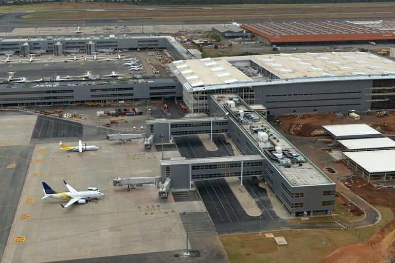 Homens invadem Aeroporto de Viracopos e roubam carga