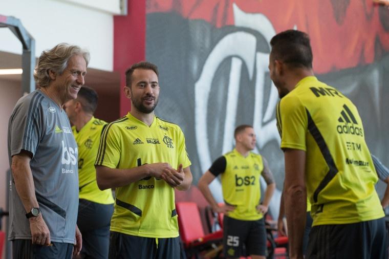 """1c97890627 Jorge Jesus fez primeiro treino no Flamengo, pediu """"compromisso"""" e ..."""